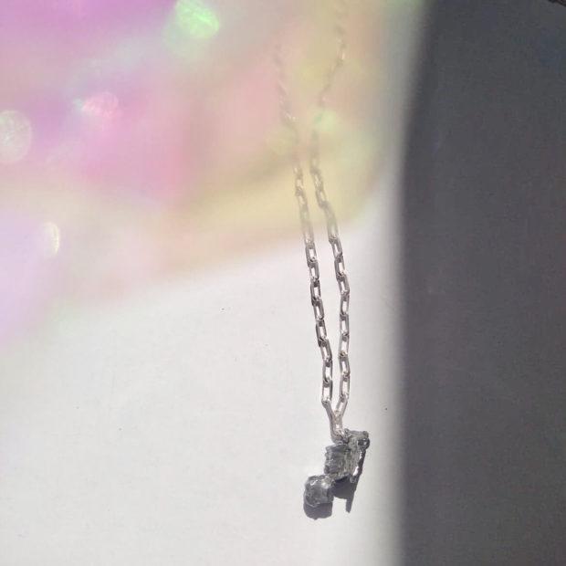 Collier avec pendentif météorite Campo Del Cielo certifiée et chaine en argent maille rectangulaire