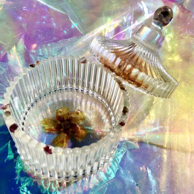 Boite a bijoux ronde transparente feuille de laurier